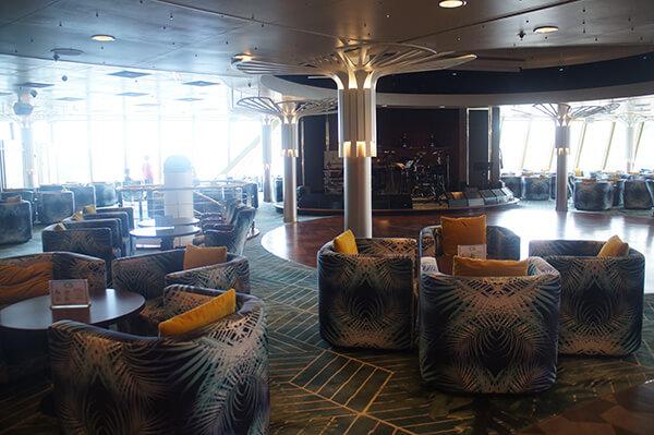 12樓的小酒吧棕梠閣。星夢郵輪探索夢號評價