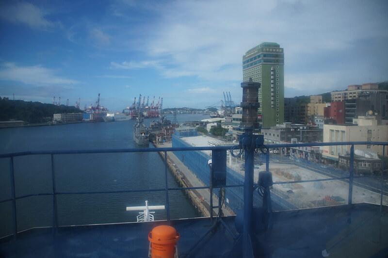 許許多多的大小船隻,高樓大廈,非常熱鬧。