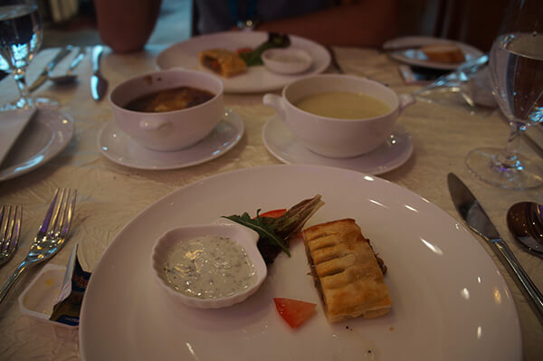 可圈可點的開胃前菜與湯品。