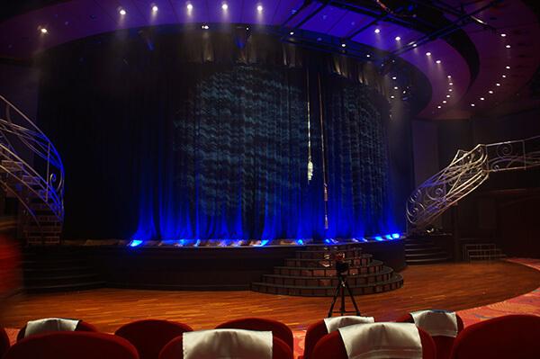 星座劇院舞台,準備開演的樣子。
