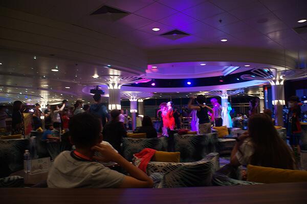 星夢郵輪棕梠閣表演酒吧。