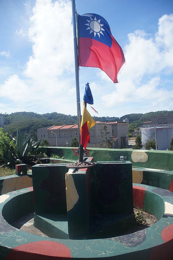 勝利堡頂端飄揚的國旗。