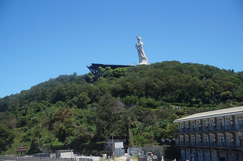 山頭上的媽祖雕像,這個視角也好看!