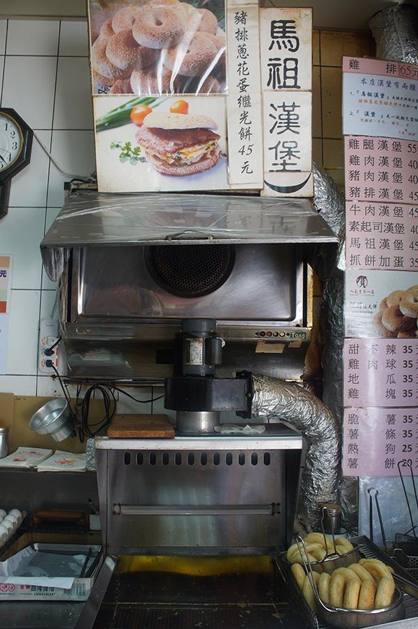非常熱門的繼光餅「馬祖漢堡」,就在媽祖商圈內!