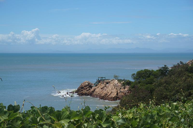 馬祖南竿的大海與山壁,滿滿的藍綠色,非常療癒!