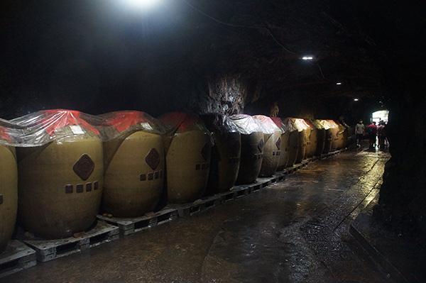88坑道內的酒桶,其實不是陶瓷的樣子,只是看起來很像。