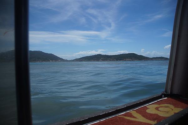 回程特別坐在接駁小艇的門口處,比較不會晃跟暈。