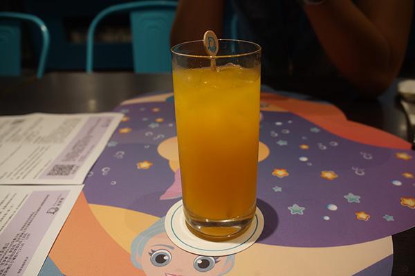 冰冰涼柳橙汁,我難得能入口的救命熱量來源。
