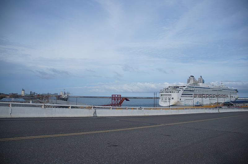 非常乾淨的花蓮港周圍,完全無法租機車。