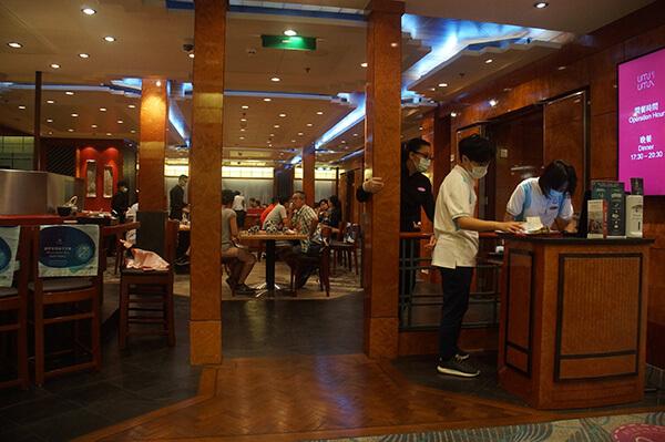 海馬日式料理門口櫃檯,可以看出這裡的座位有限,難怪超容易客滿!