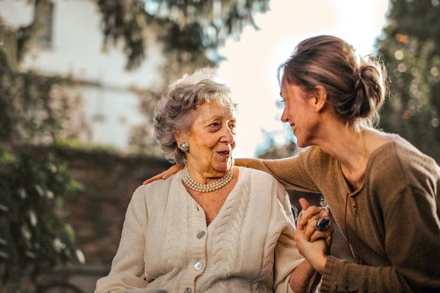 孝順有很多種,關心照顧比金錢更重要。