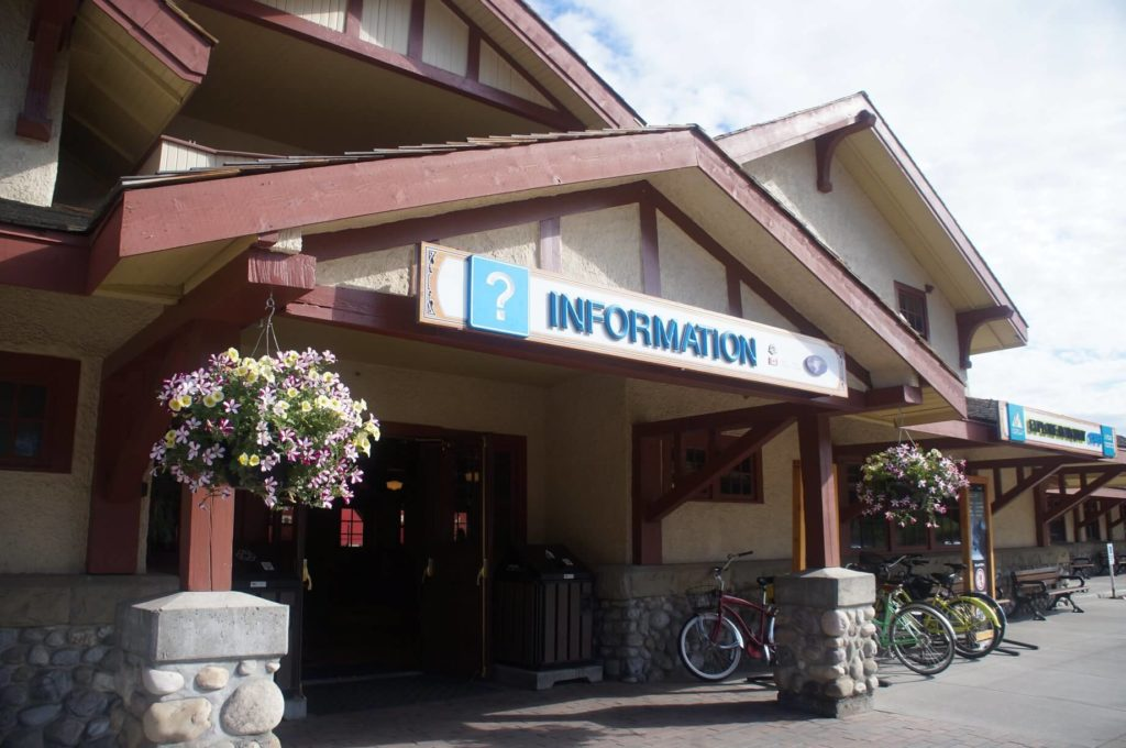 banff station 班夫火車站大門口!同時也是旅遊資訊站!