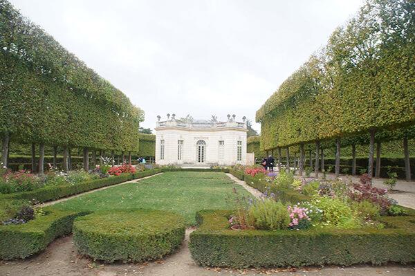 小特里亞農宮後方的英式花園