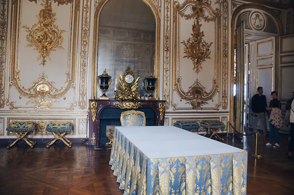 凡爾賽宮國王套間,跟大臣討論國家大事的地方。