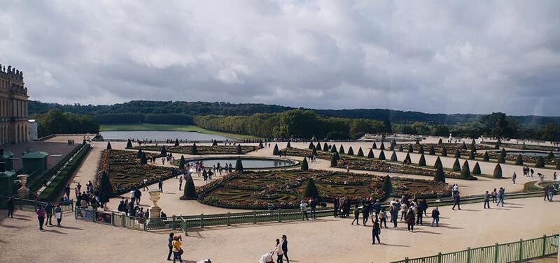 窗外望出去的凡爾賽花園。