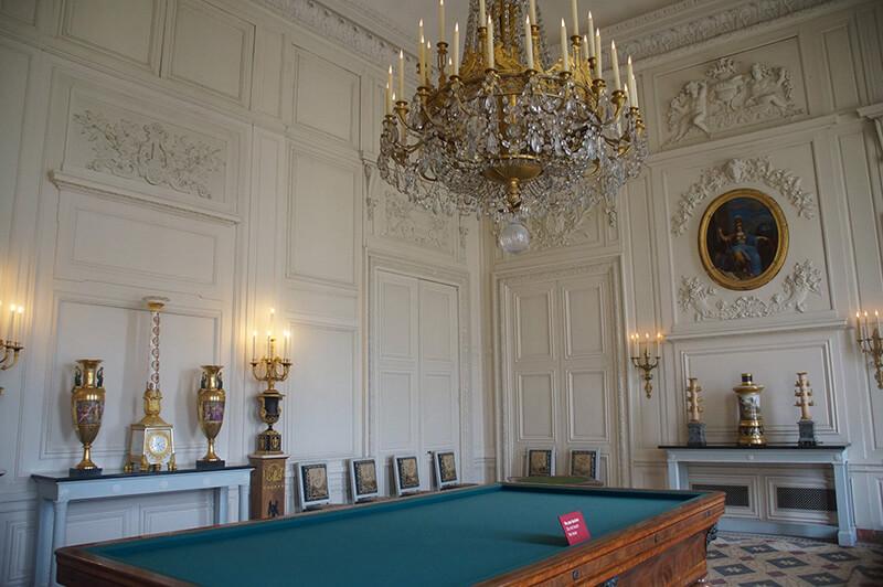 皇后宮內撞球桌。