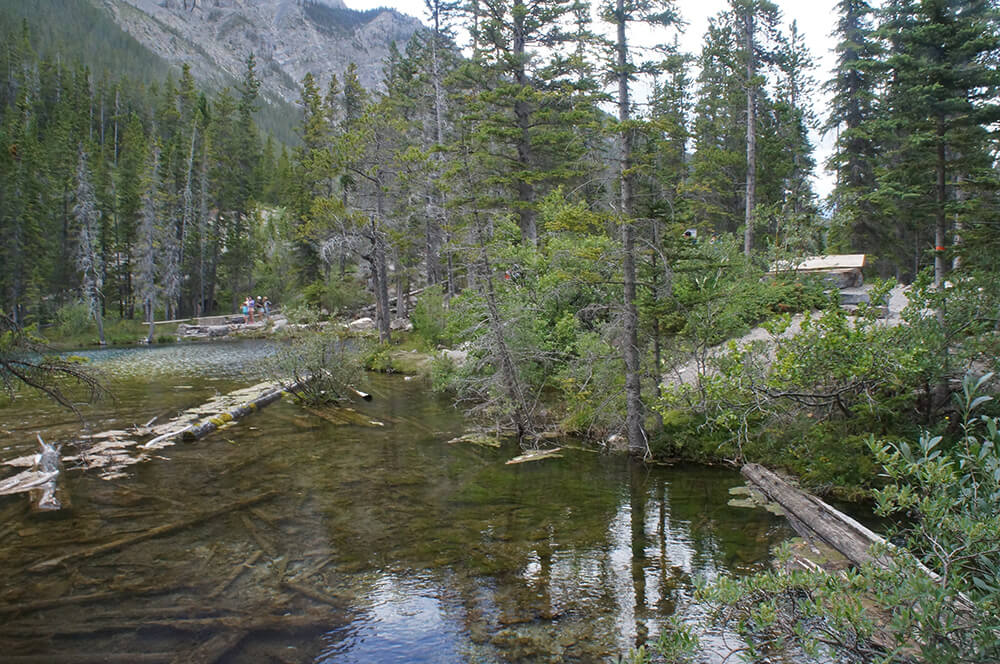 陰天的Grassi Lakes.