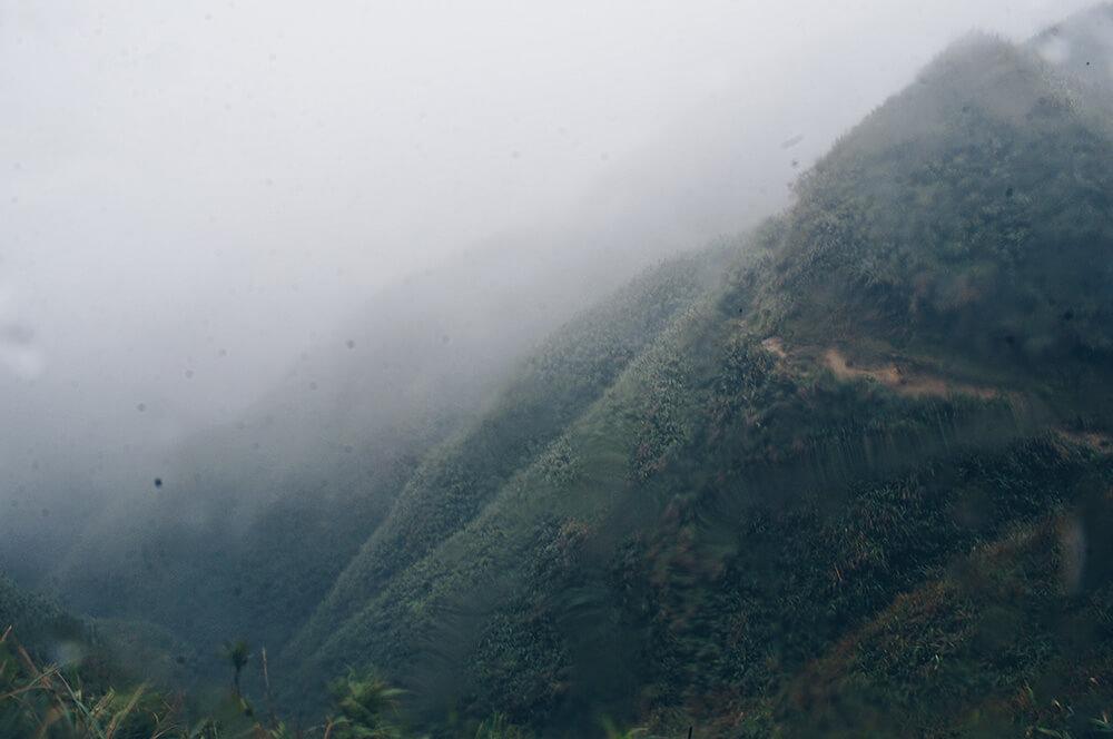朦朧的抹茶山丘!