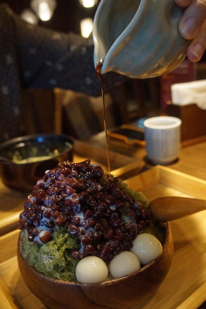 宇治金時,沖繩黑糖醬~非常搭!