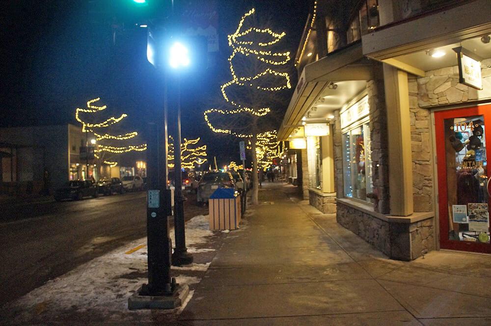 Canmore小鎮,不同於Banff的山城小鎮氛圍。