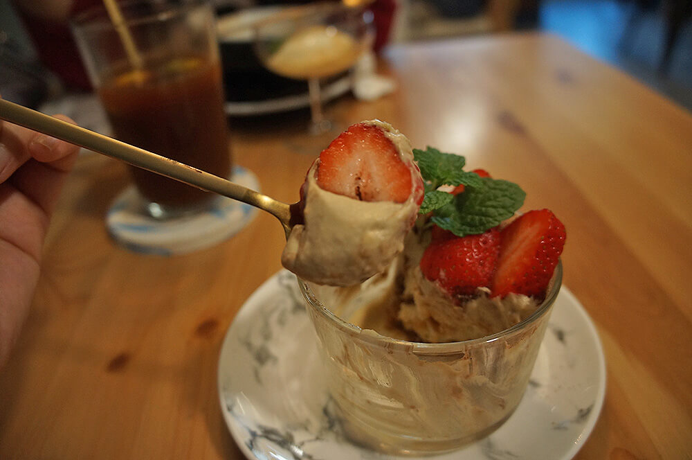 好可愛美味的大草莓!看照片我又要流口水了。