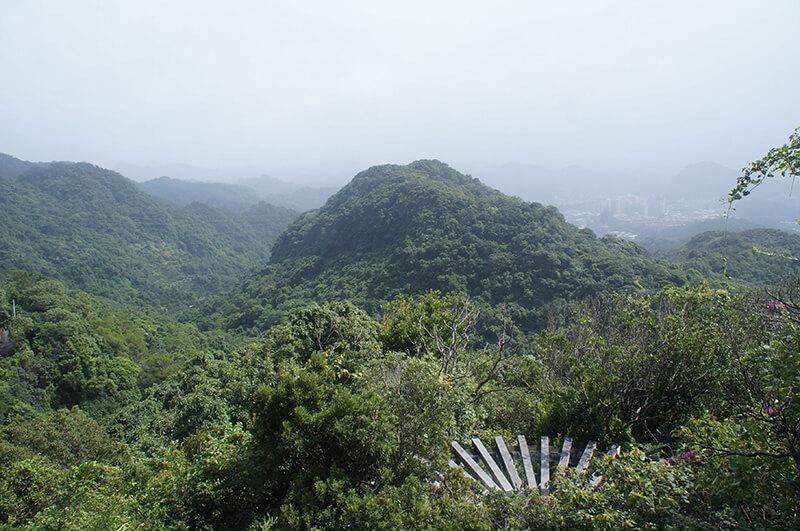 眺望出去的山景,也讓人心曠神怡。