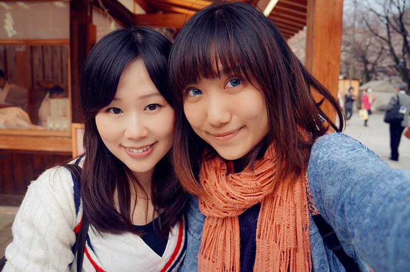 跟可愛的朋友合影,東京靖國神社
