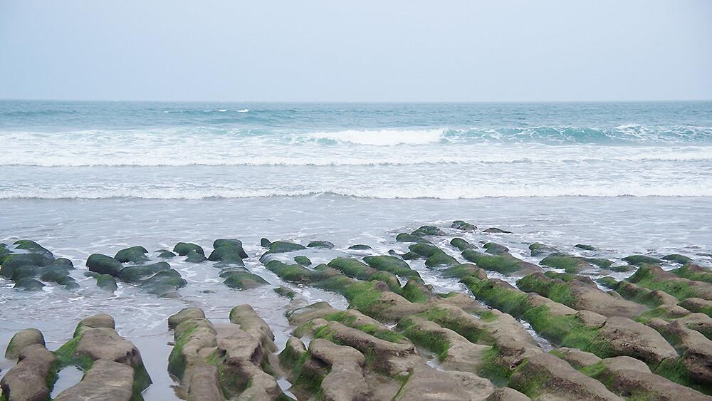 老梅綠石槽,前段薄薄的綠色海浪很漂亮~~