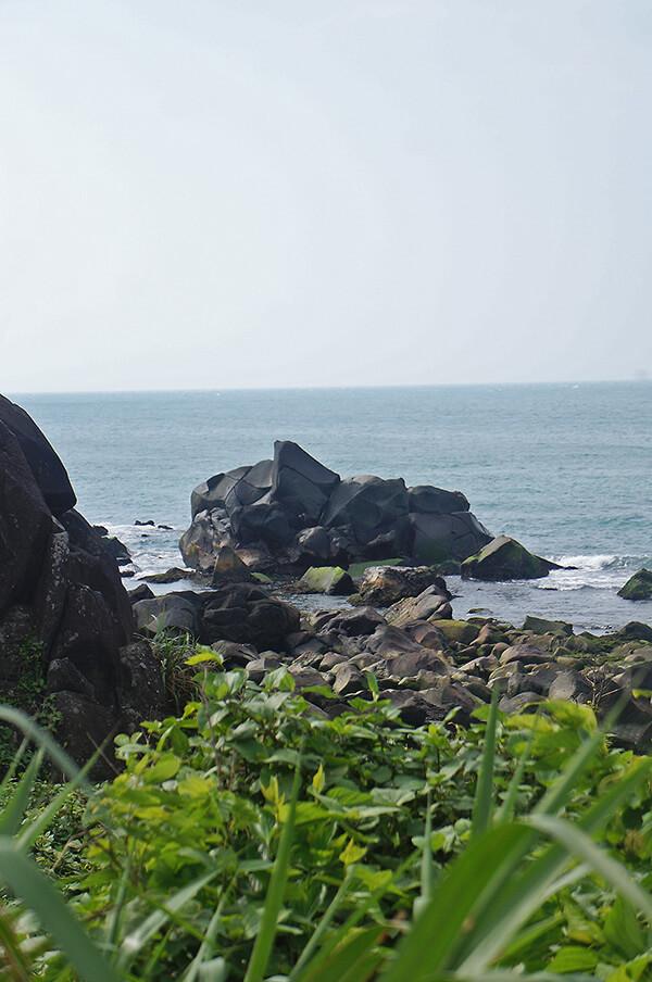 富貴角燈塔旁,很酷的岩石。讓我想到神奇寶貝中的鐵甲蛹@@