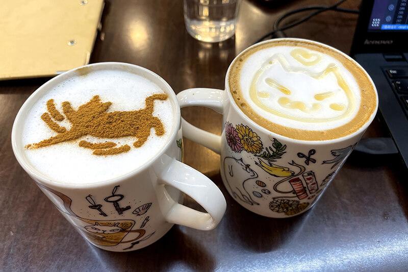 我們的咖啡,蜂蜜拿鐵跟卡布奇諾咖啡。