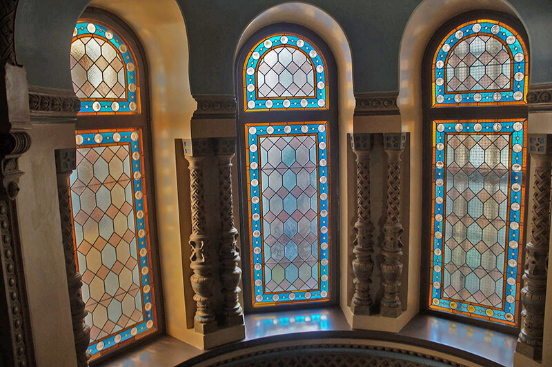 彩色玻璃窗。