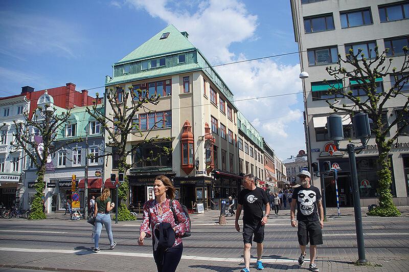 很適合走路漫步的城市,其實不太需要搭電車喔!除非住很遠。