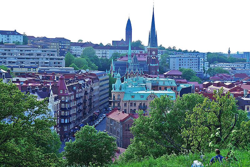 從皇冠城堡高地看下去,這座Oscar Fredriks Church教堂超級顯眼。