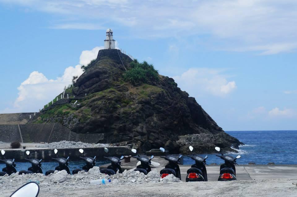 蘭嶼開元港邊的小燈塔,別緻可愛。