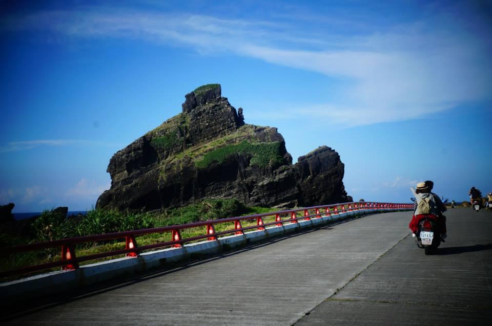 蘭嶼北海岸奇岩怪石,騎著看著就很有趣。