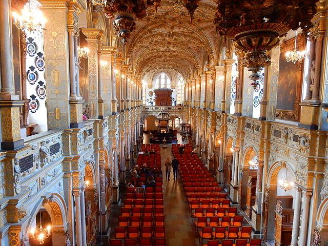 精緻挑高的丹麥皇家禮拜堂,是丹麥皇室加冕之處!維基百科