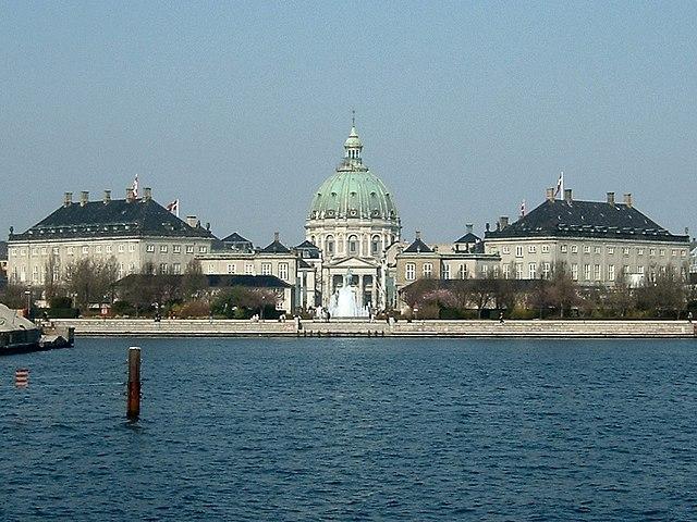 阿馬林堡皇宮海面拍起來的樣子,超級氣派!